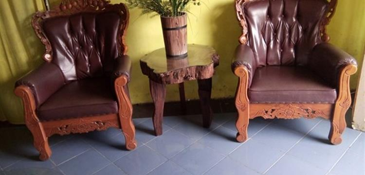 Meja kayu tua (Reclaimed wood table)